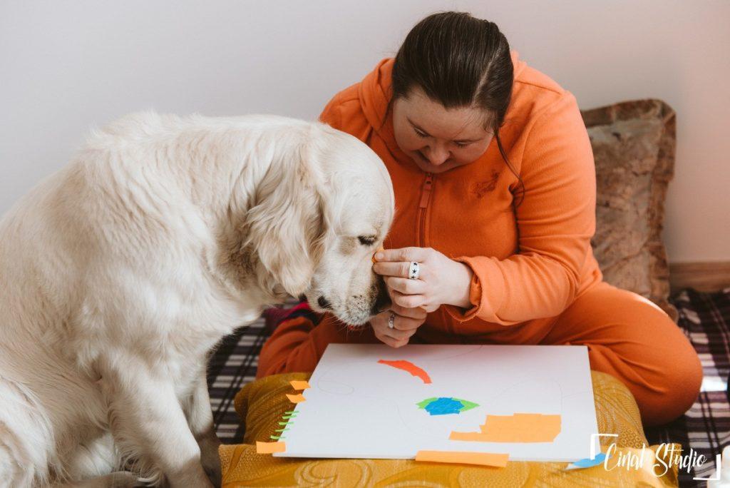 Dogoterapia z udziałem psa rasy Golden Retriever
